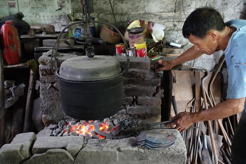 A Peek at Fast-disappearing Traditional Craft in Guilin