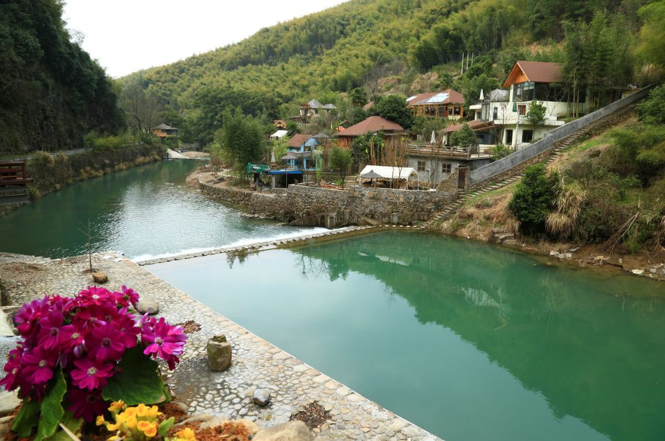 A Picturesque Town: Tonglu